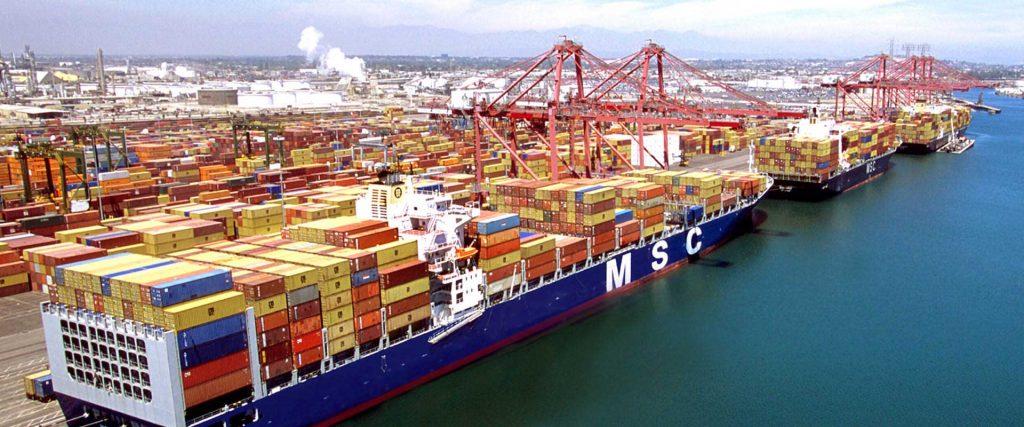 vận chuyển hàng hóa bằng tàu container